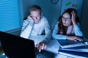 couple in front of computer confused 640 x 426